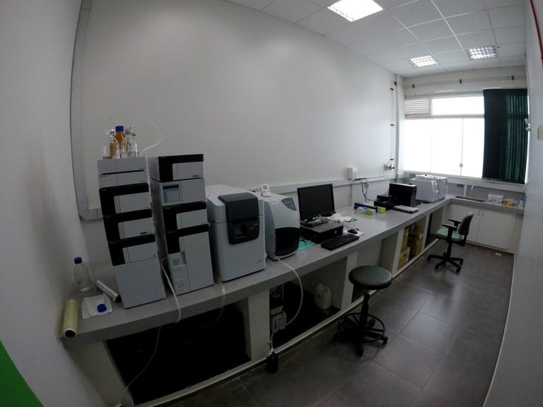 Lab. 107 - Bloco 03 (1)