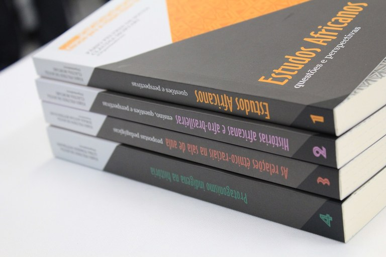 26-08-2016 - Lançamento de livros.jpg