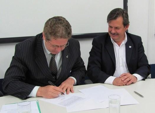 08-11-2010 - Reitor e prefeito.jpg