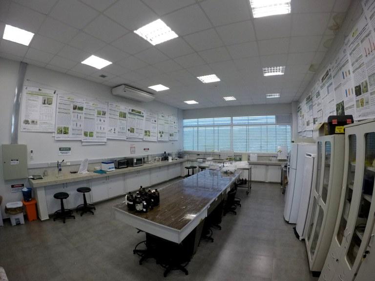 Lab. 105 - Bloco 04