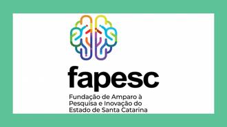 Imagem da marca da Fapesc, com a alusão a um cérebro, colorido, aplicado em fundo verde