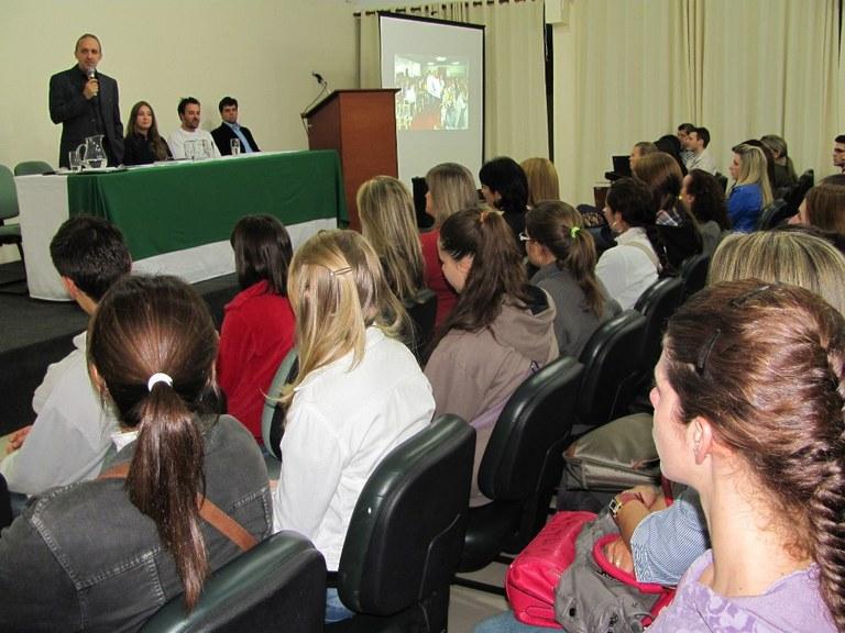 23-04-2013 - Novos estudantes.jpg