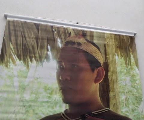 Imagem de uma pessoa indígena em plano médio